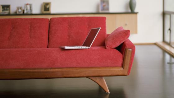 Un tocco da fuoriclasse: come abbinare un divano rosso artigianale