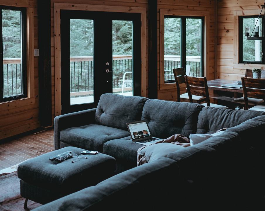 Quando la seconda casa è una baita: il divano perfetto è artigianale